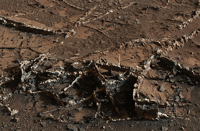 Curiosity Rover View of Mineral Veins