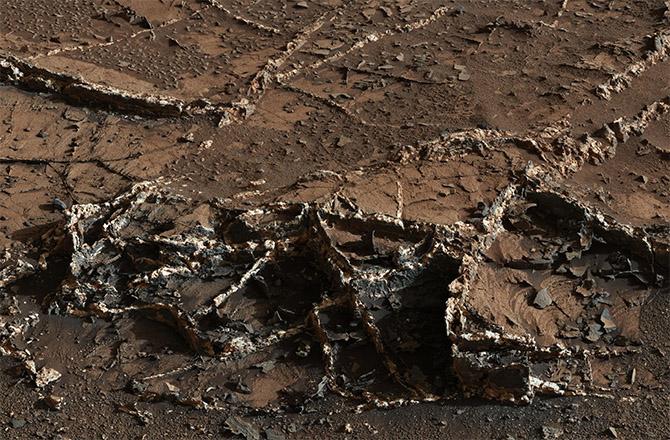 Amazing Mars Rover Curiosity's Latest Photos