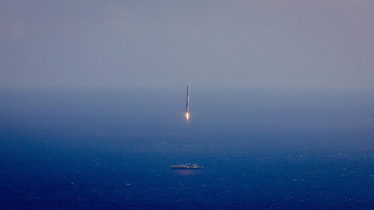 SpaceX Falcon 9 First Stage Approaches Drone Ship
