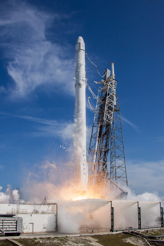 Photos: SpaceX's Rocket Landing Test and 6th Dragon Cargo ...