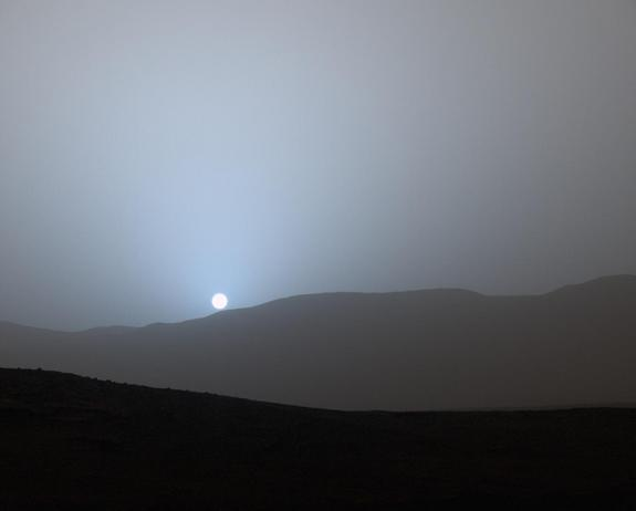 NASA's Mars rover Curiosity captured this image of a Red Planet sunset on April 15, 2015.