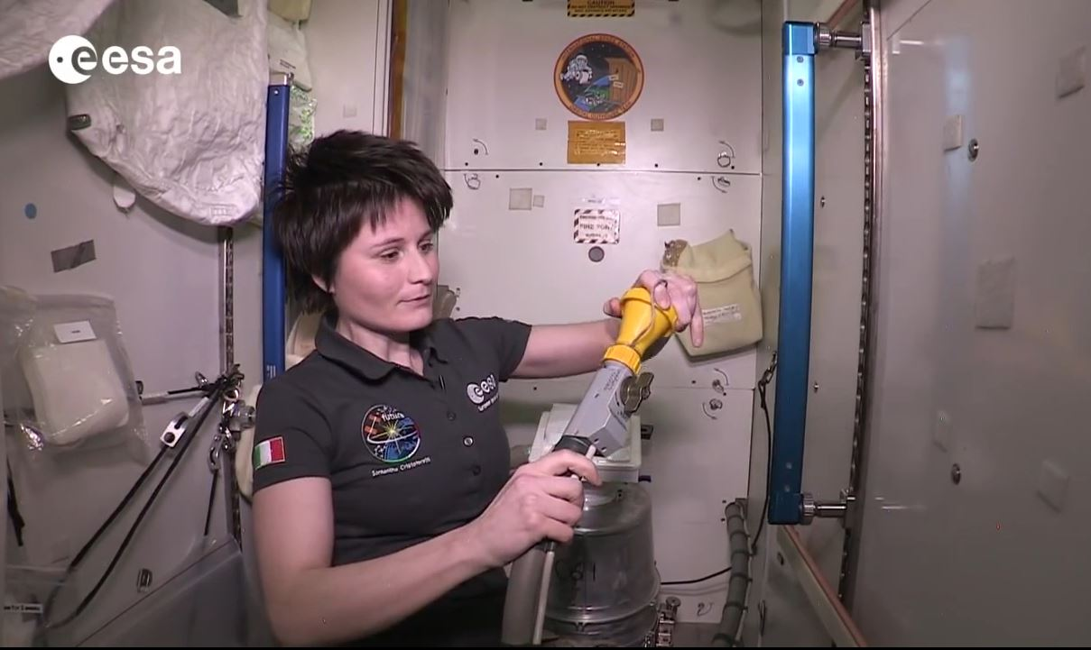 Image gallery iss bathroom for How do astronauts go to the bathroom in space