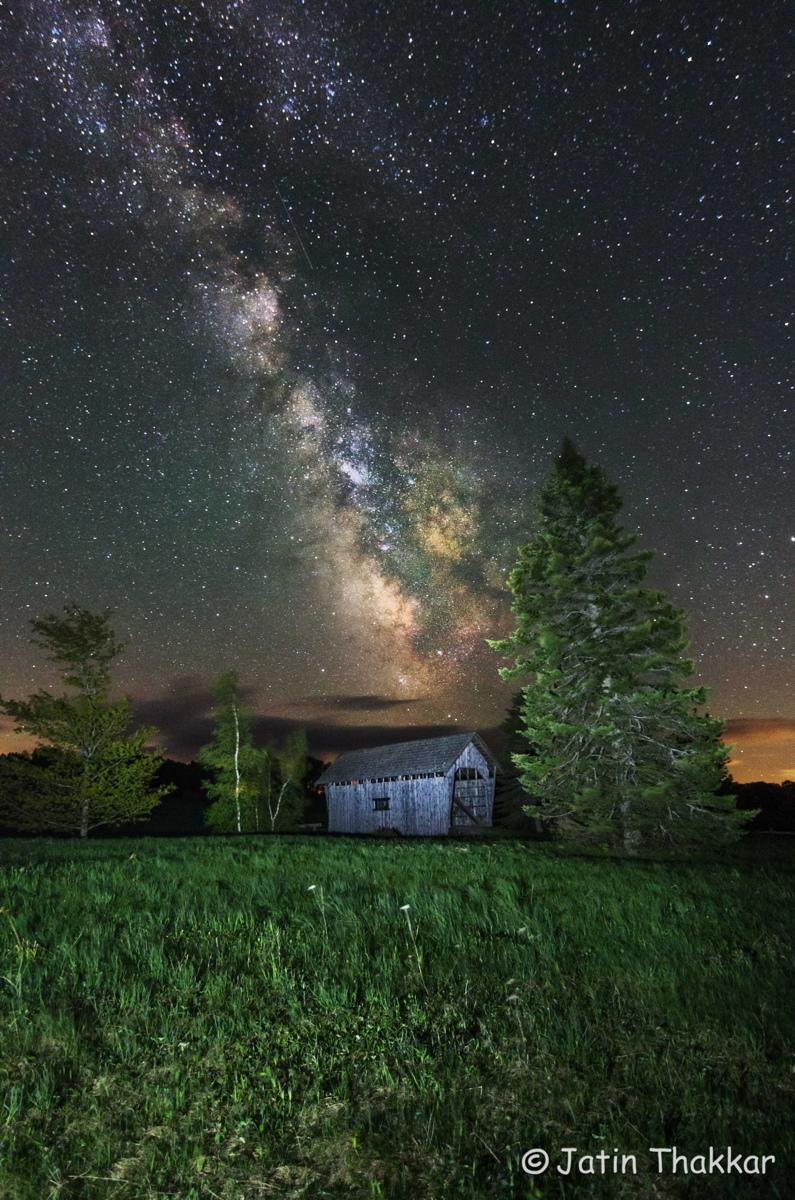 Milky Way Glows Over Covered Bridge in Spectacular Stargazer Photo