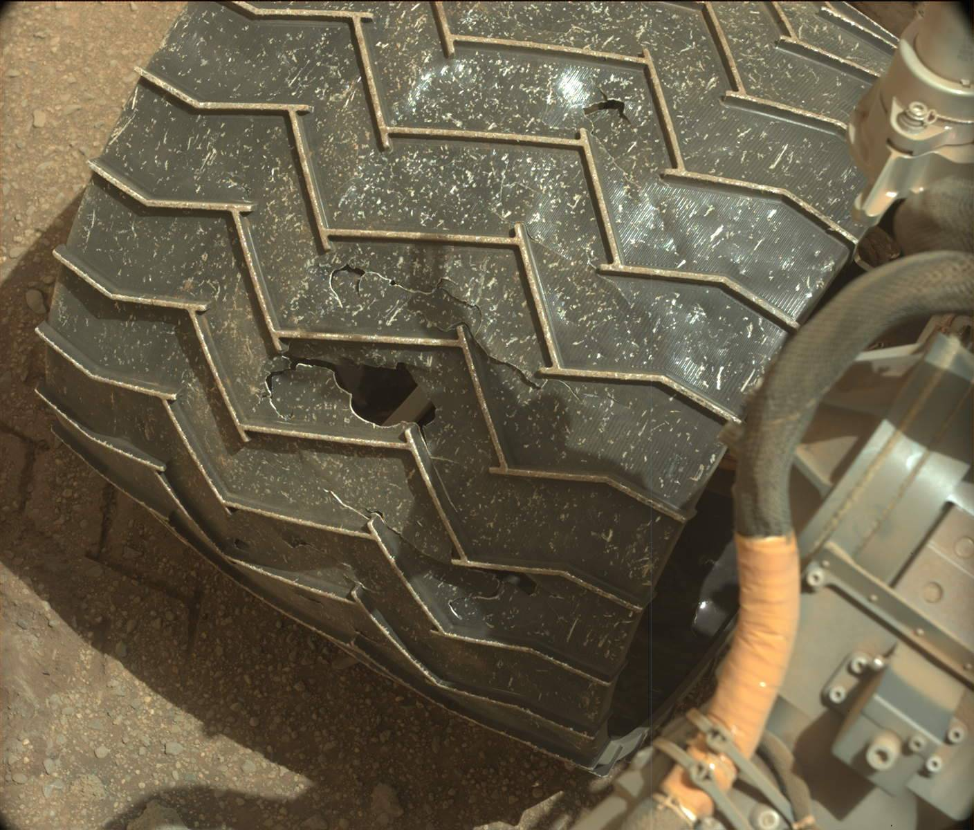 Wheel Worries: Mars Rover Curiosity Dealing With Damage