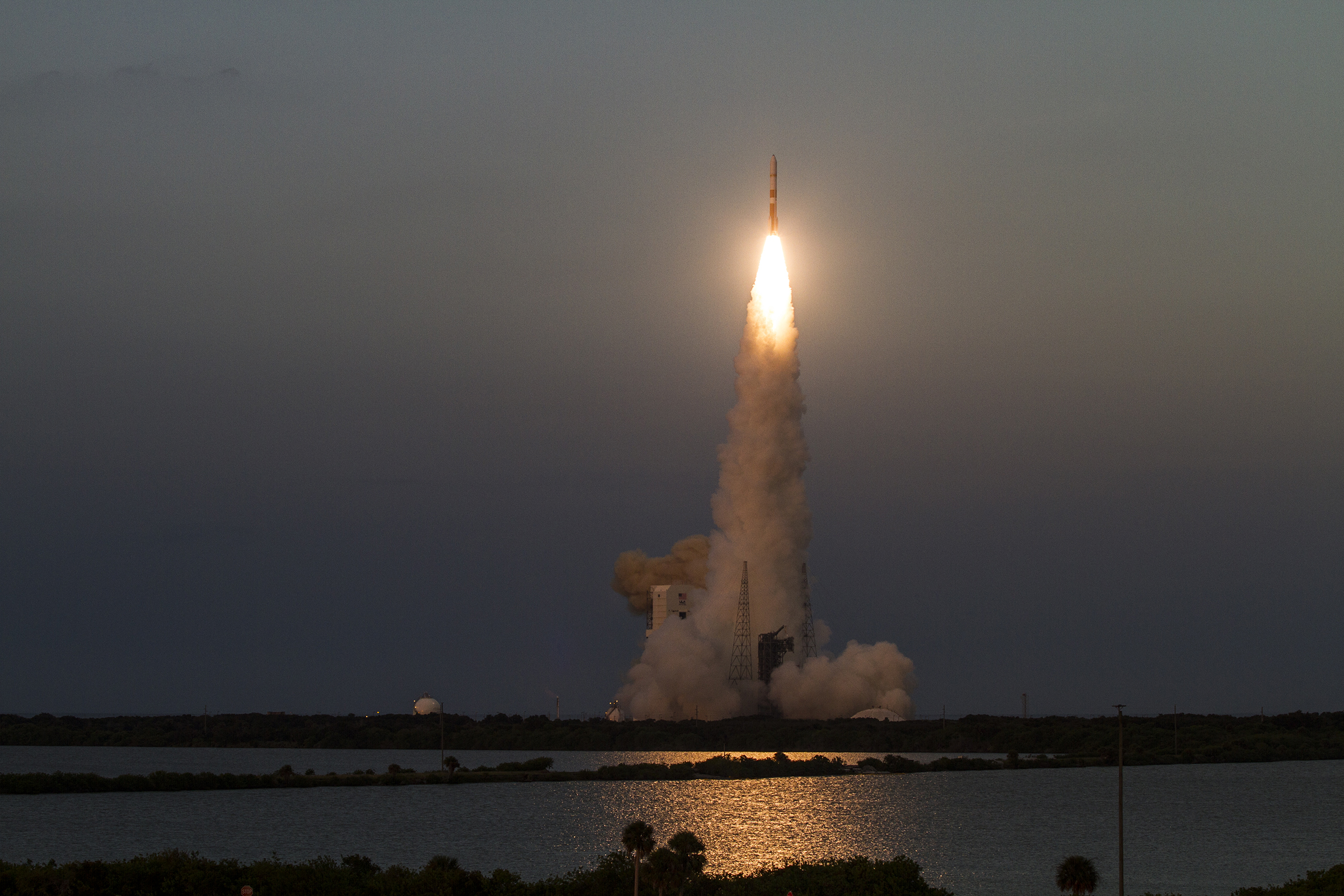 Launch Photos: US Air Force's Wideband Global SATCOM 7 Blasts Off