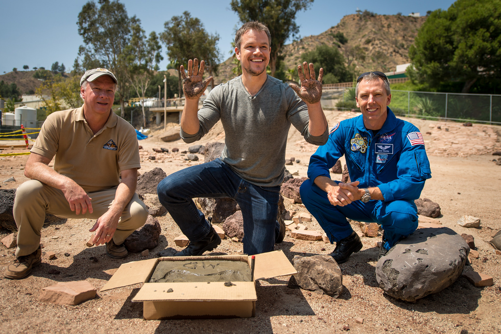 Matt Damon Makes Hand Prints at JPL