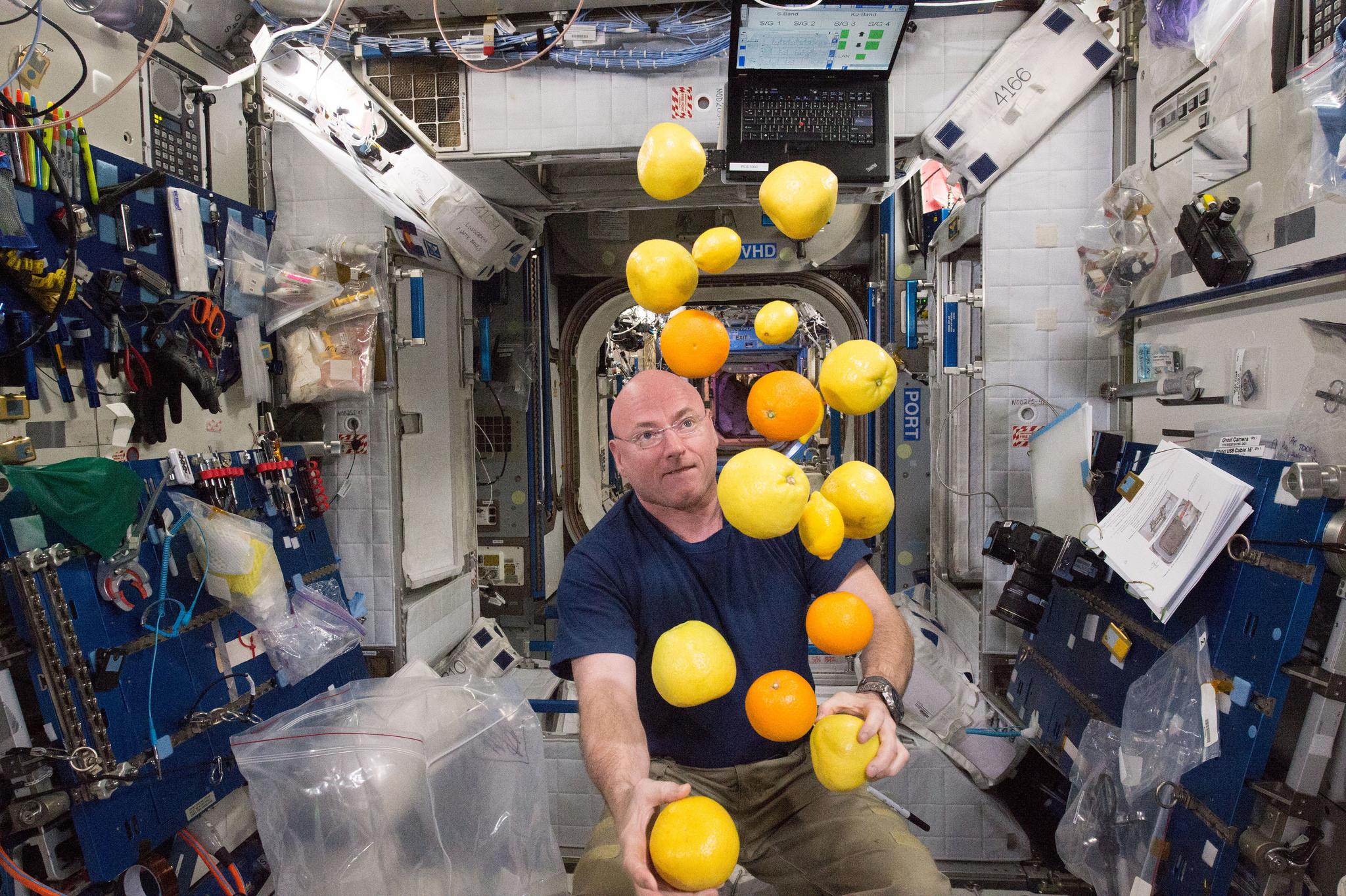 Astronaut Scott Kelly Corrals Fresh Fruit