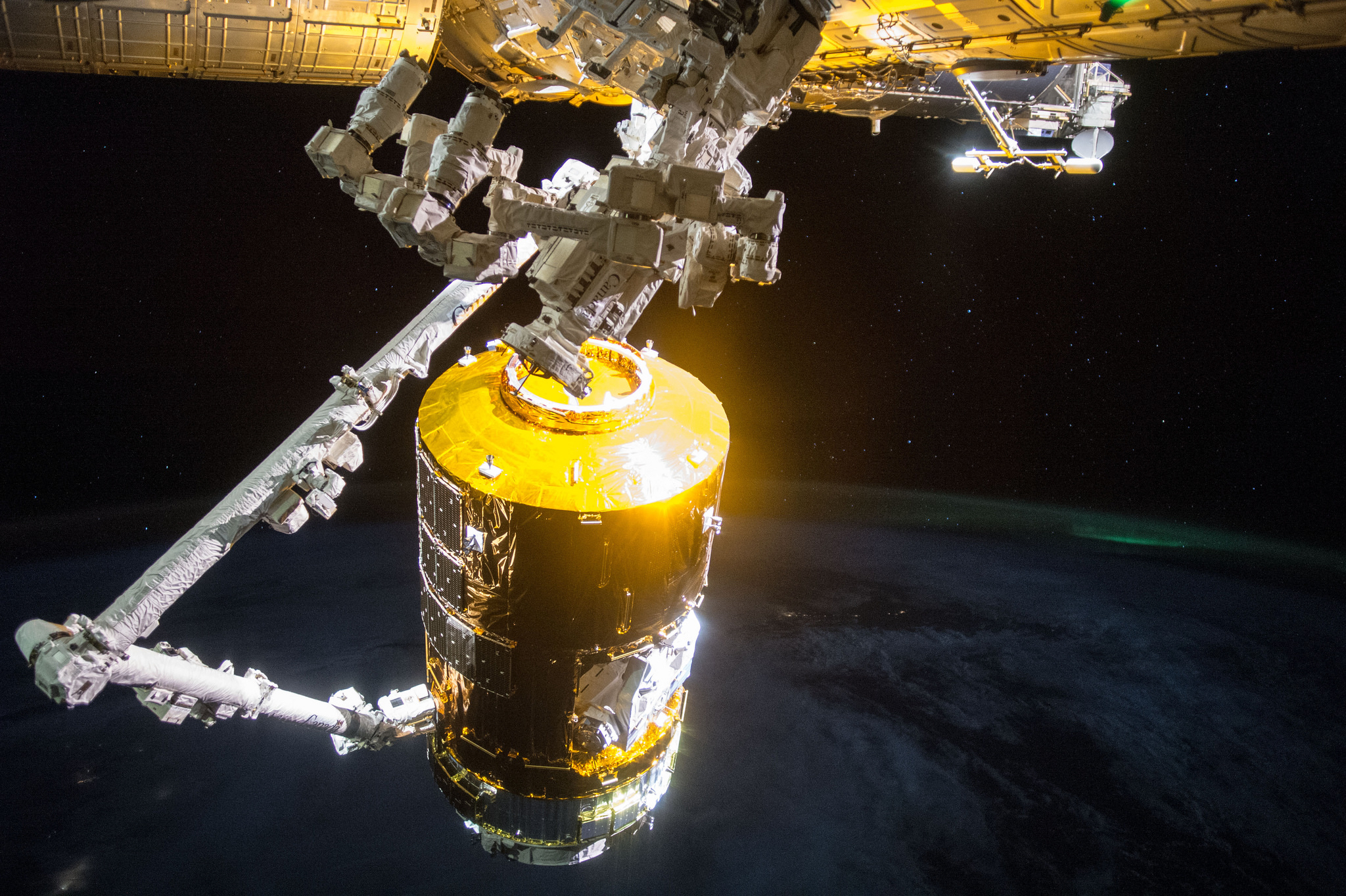 JAXA HTV-5 Grappled by Canadarm2