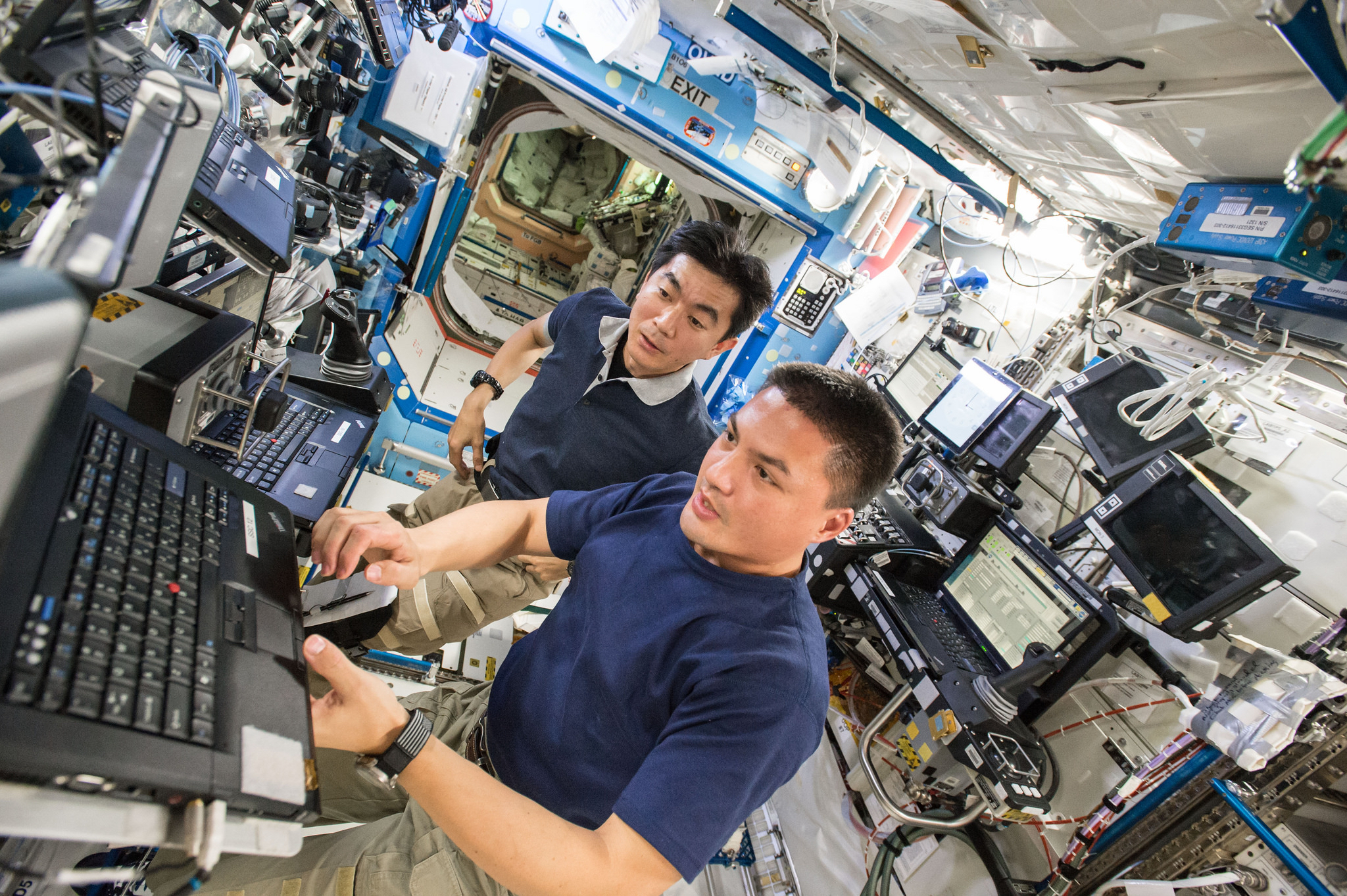 Expedition 44 Crew Lindgren and Yui