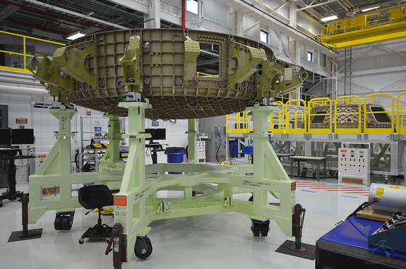 "The upper and lower dome of the CST-100 ""Starliner"" structural test article is seen inside Boeing's Commercial Crew and Cargo Processing Facility (C3PF), Sept. 4, 2015."