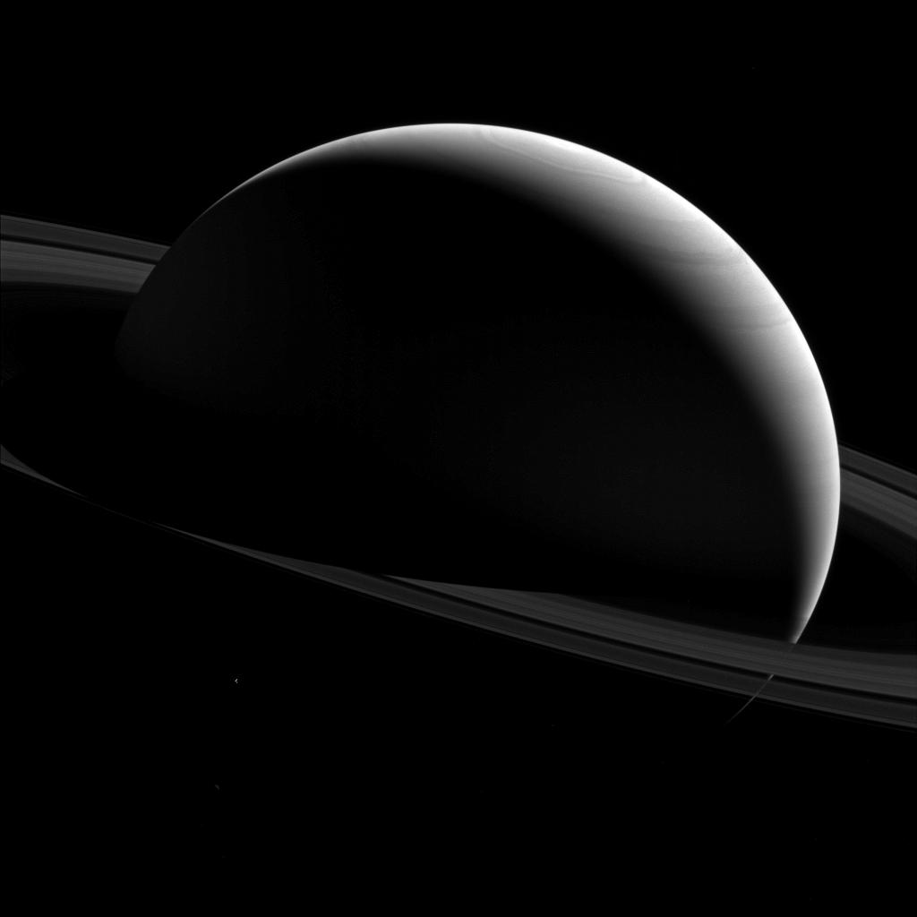 Saturn Shows Its Dark Side in Jaw-Dropping Photo