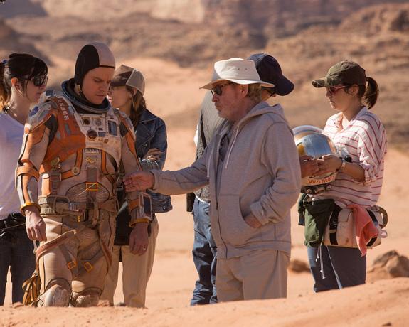 Ridley Scott Directs Matt Damon:  Discussing a pivotal plot point, revolving around a piece of equipment penetrating an EVA suit.