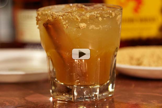 How To Mix A Harvest Moon - Pour This Fall Full Moon Cocktail! | Video