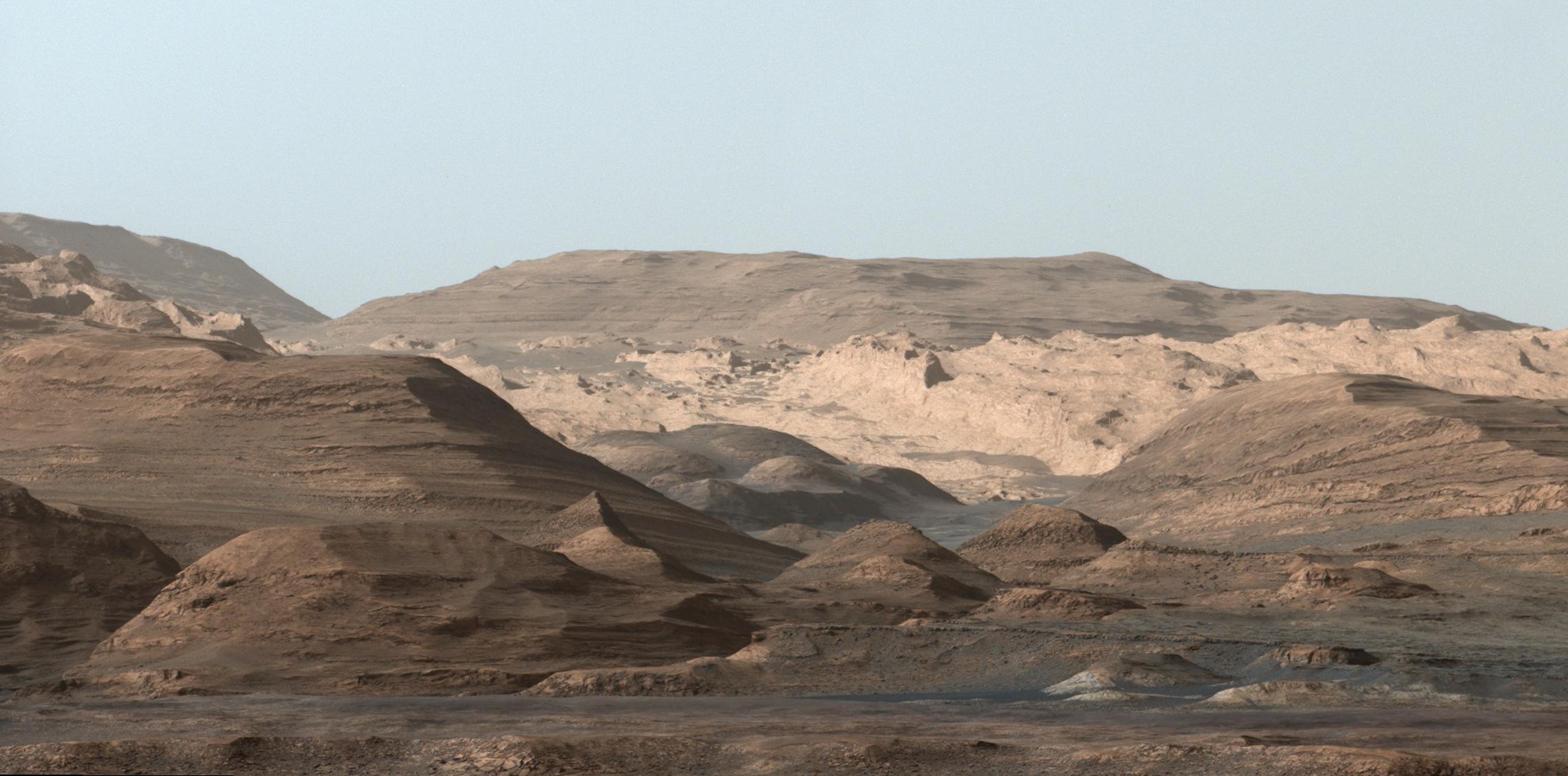 Curiosity Rover Snaps Stunning Mountain Vista on Mars (Photo)