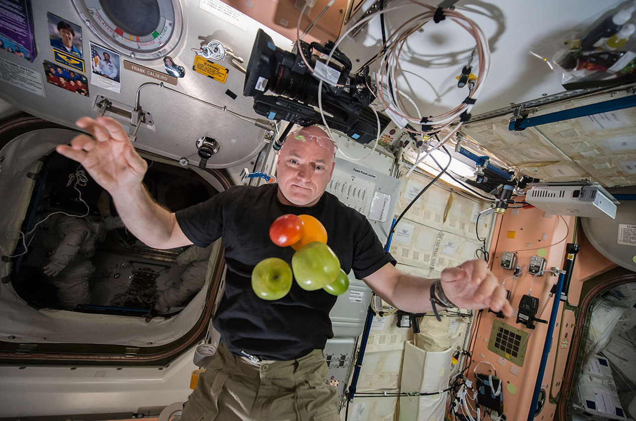 Astronaut Scott Kelly Sets New U.S. Record for Time Spent in Space
