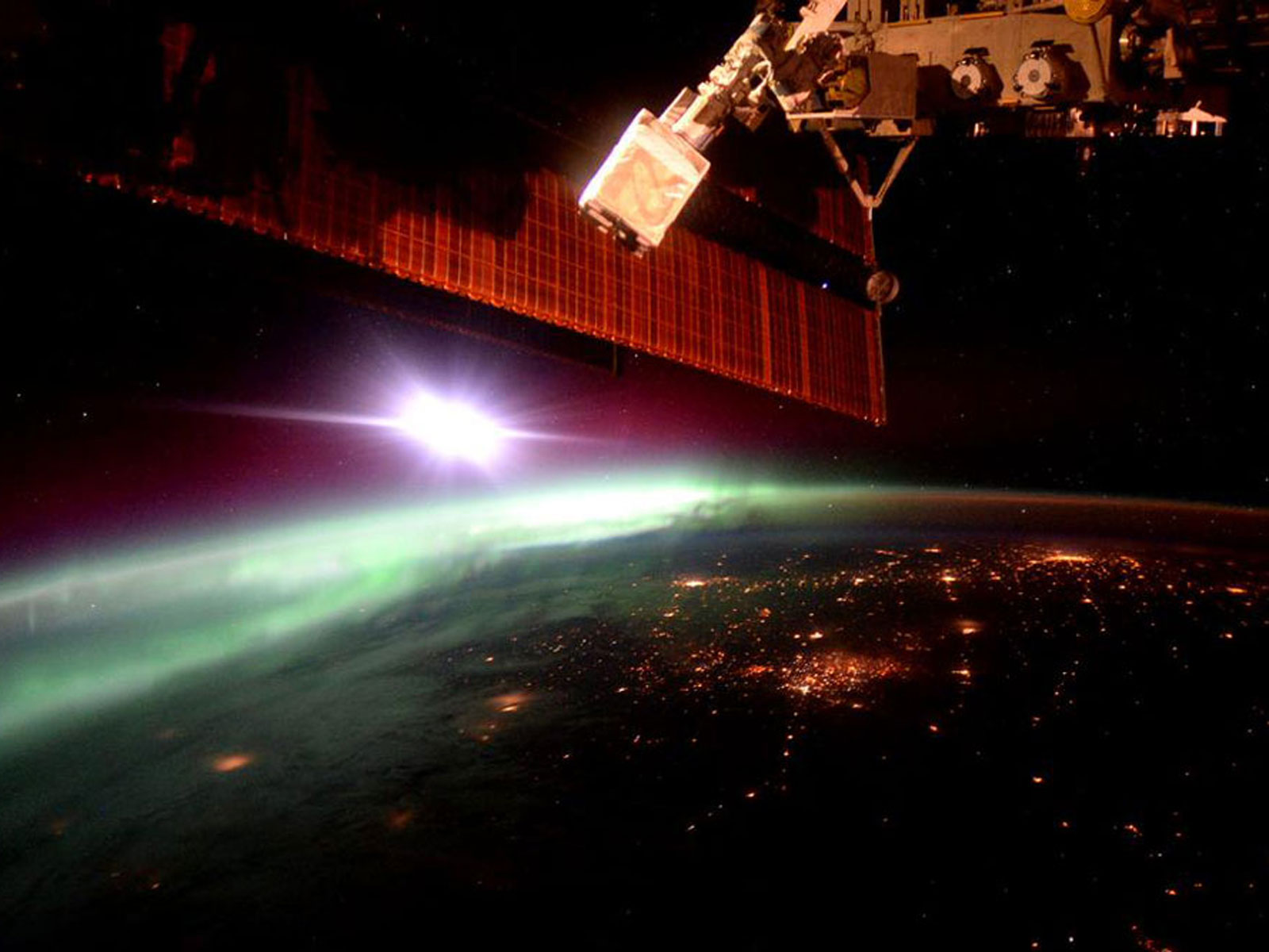 Early Morning Aurora from ISS | Space Wallpaper