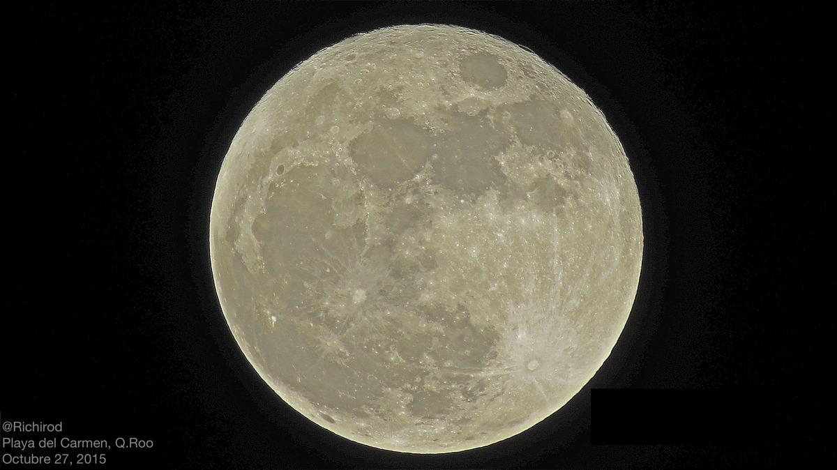 Hunter's Moon Seen in Quintana Roo, Mexico