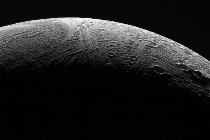 Saturn's Geyser Moon Enceladus Amazes in Final Flyby Photos