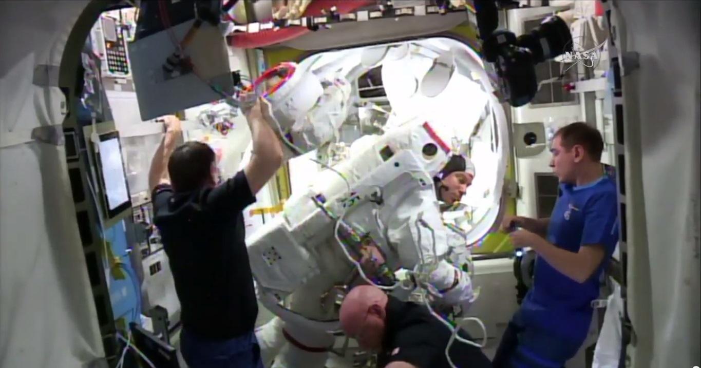 Astronauts Inspect Kopra's Spacesuit, Jan. 15, 2016