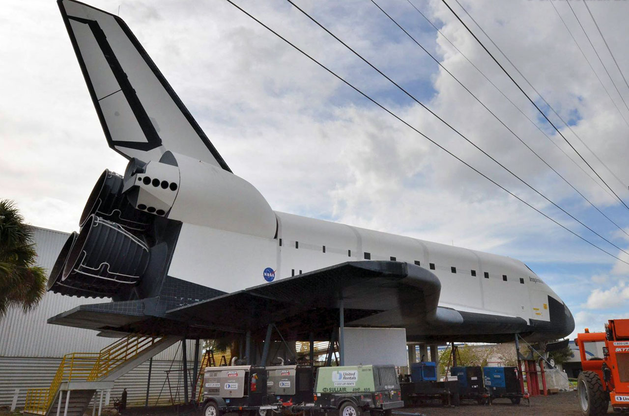 Mock NASA Space Shuttle 'Inspiration' Moving for River Tour