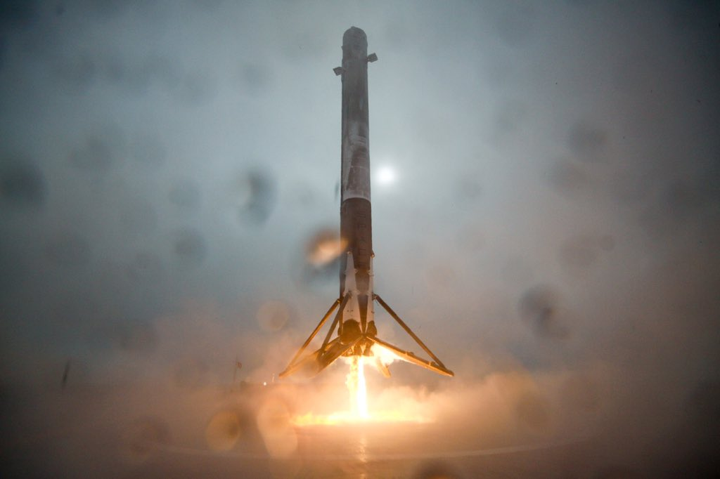 A SpaceX Falcon 9 rocket booster approaches the droneship Just Read The Instructions during a landing attempt in the Pacific Ocean on Jan. 17, 2016 after the successful launch of the Jason-3 ocean satellite.