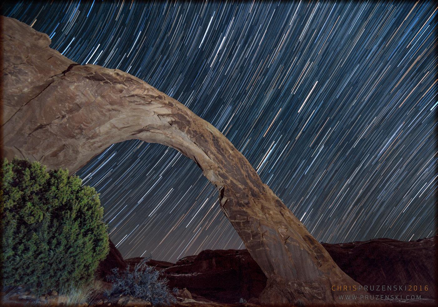 Star Trails Light Up Utah Desert in Stargazer's Stunning Image