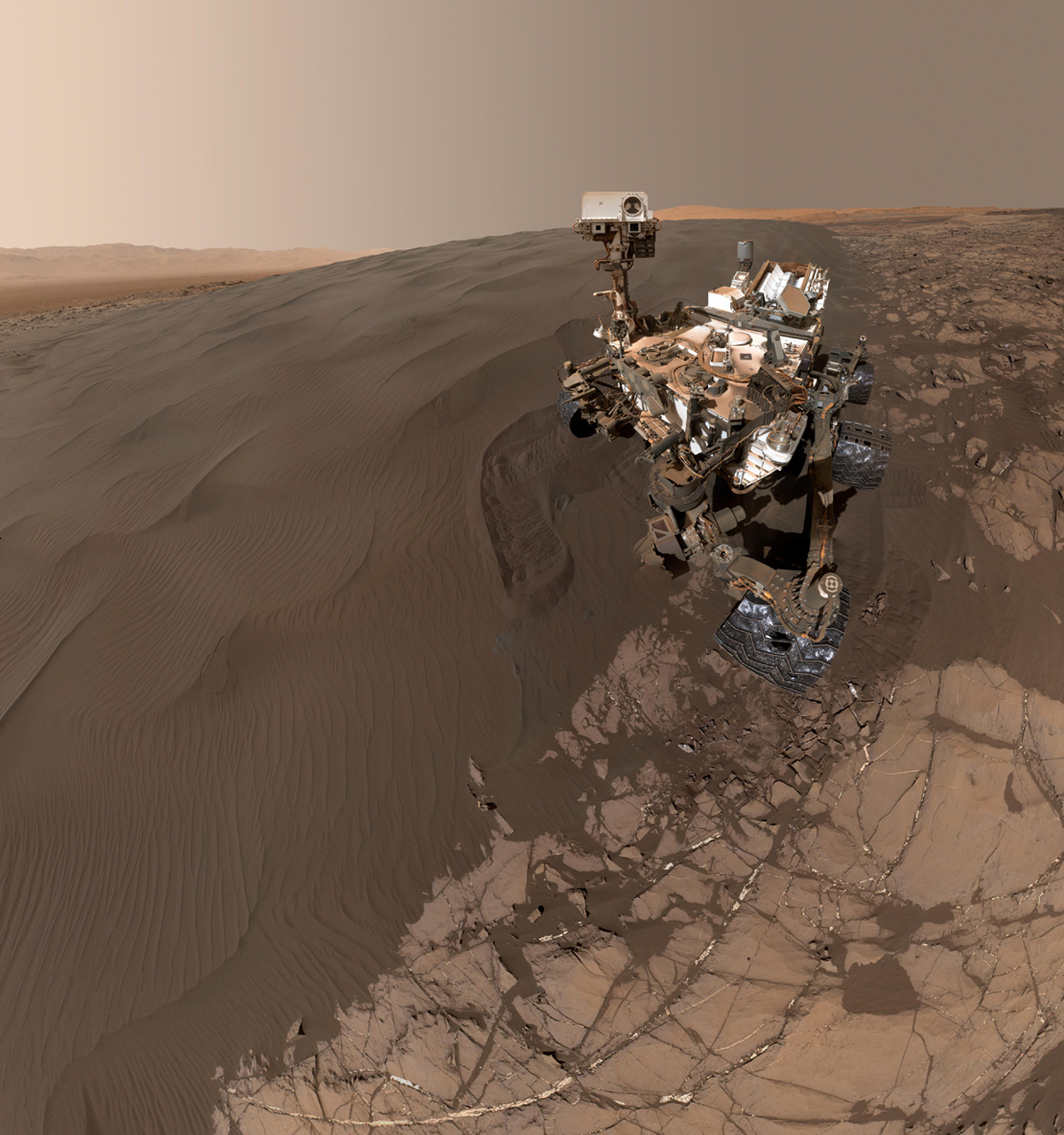 Curiosity Rover on Mars Snaps Epic Selfie with Sand Dunes (Photo)