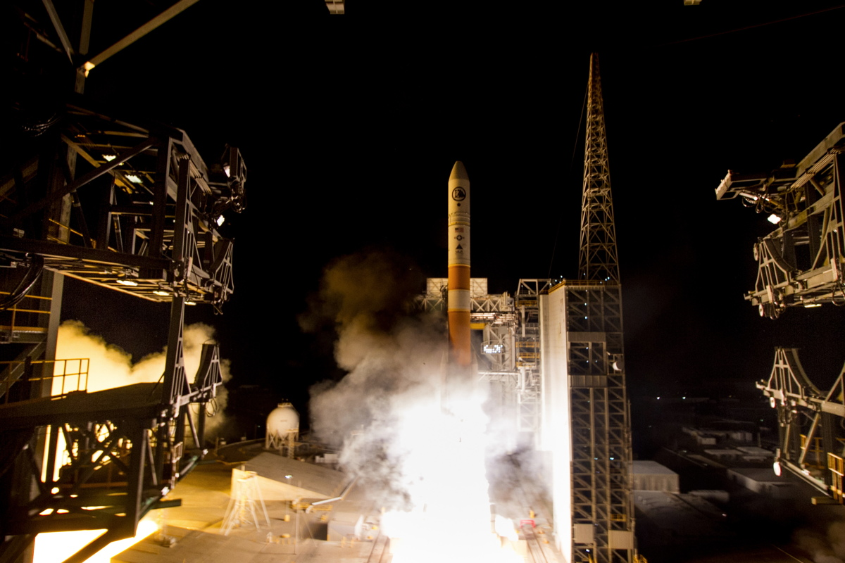 US Spy Satellite Begins Secret Mission with Dazzling Predawn Launch