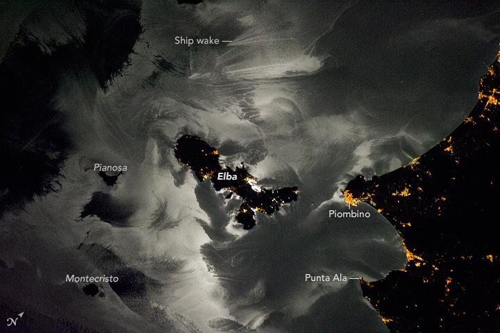 'Moon Glint' Magic: Astronaut's Photo Reveals Dreamy Patterns