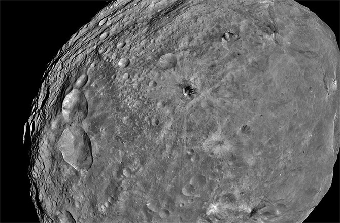Ancient Impacts Mysteriously Erased From Asteroid Vesta