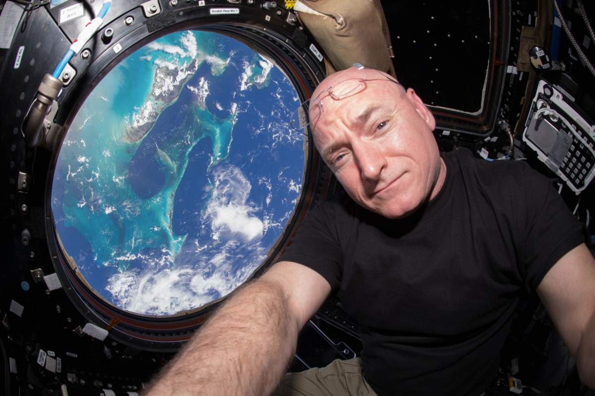 Scott Kelly in ISS Cupola