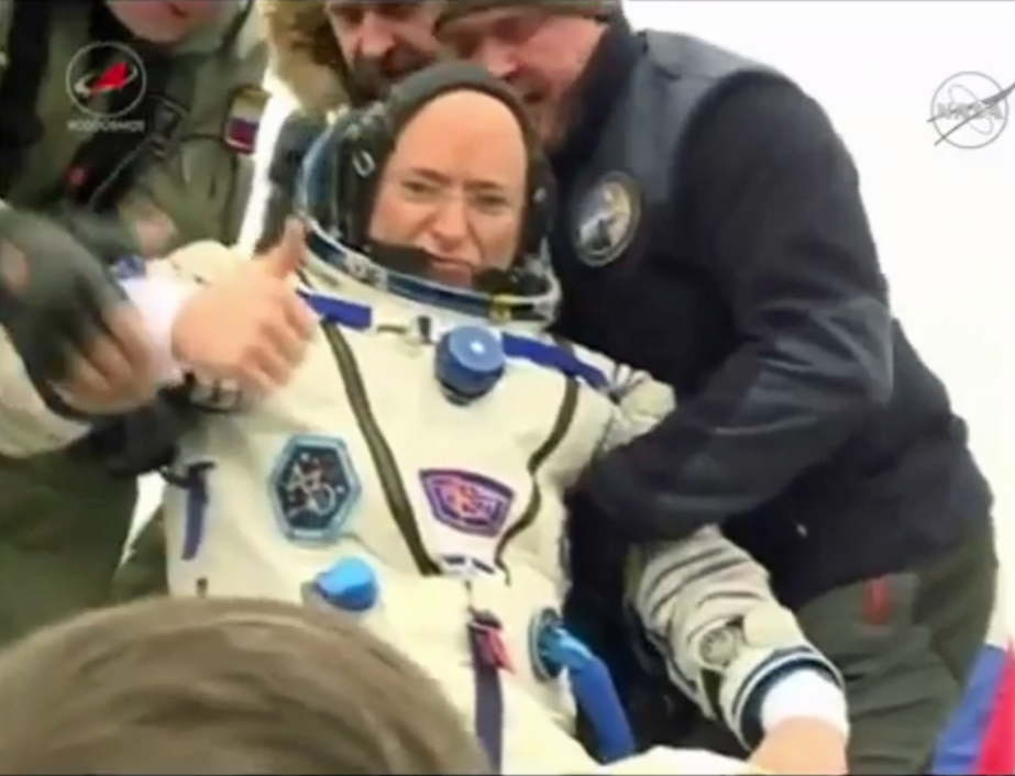 Scott Kelly: Thumbs-Up After 340 Days