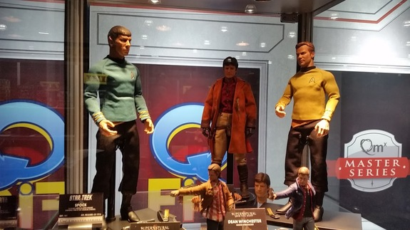New figures of Spock and Captain Kirk from Quantum Mechanix.