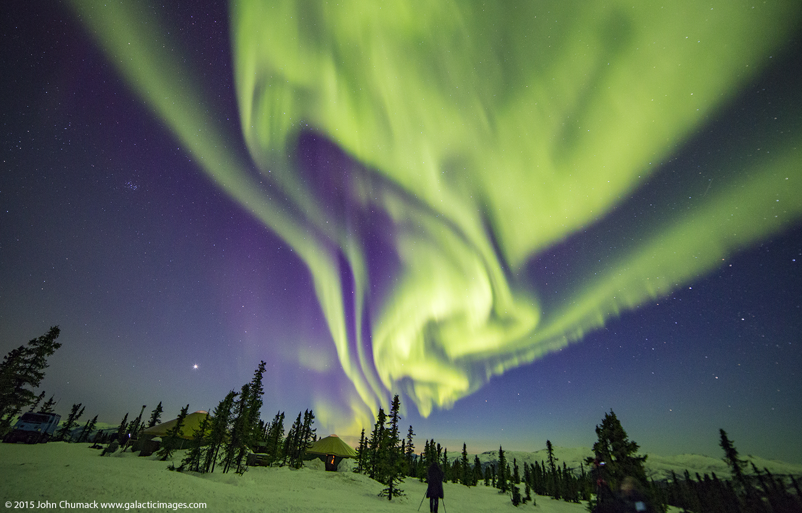 Green and Purple Aurora Colors Alaskan Skies (Photo)