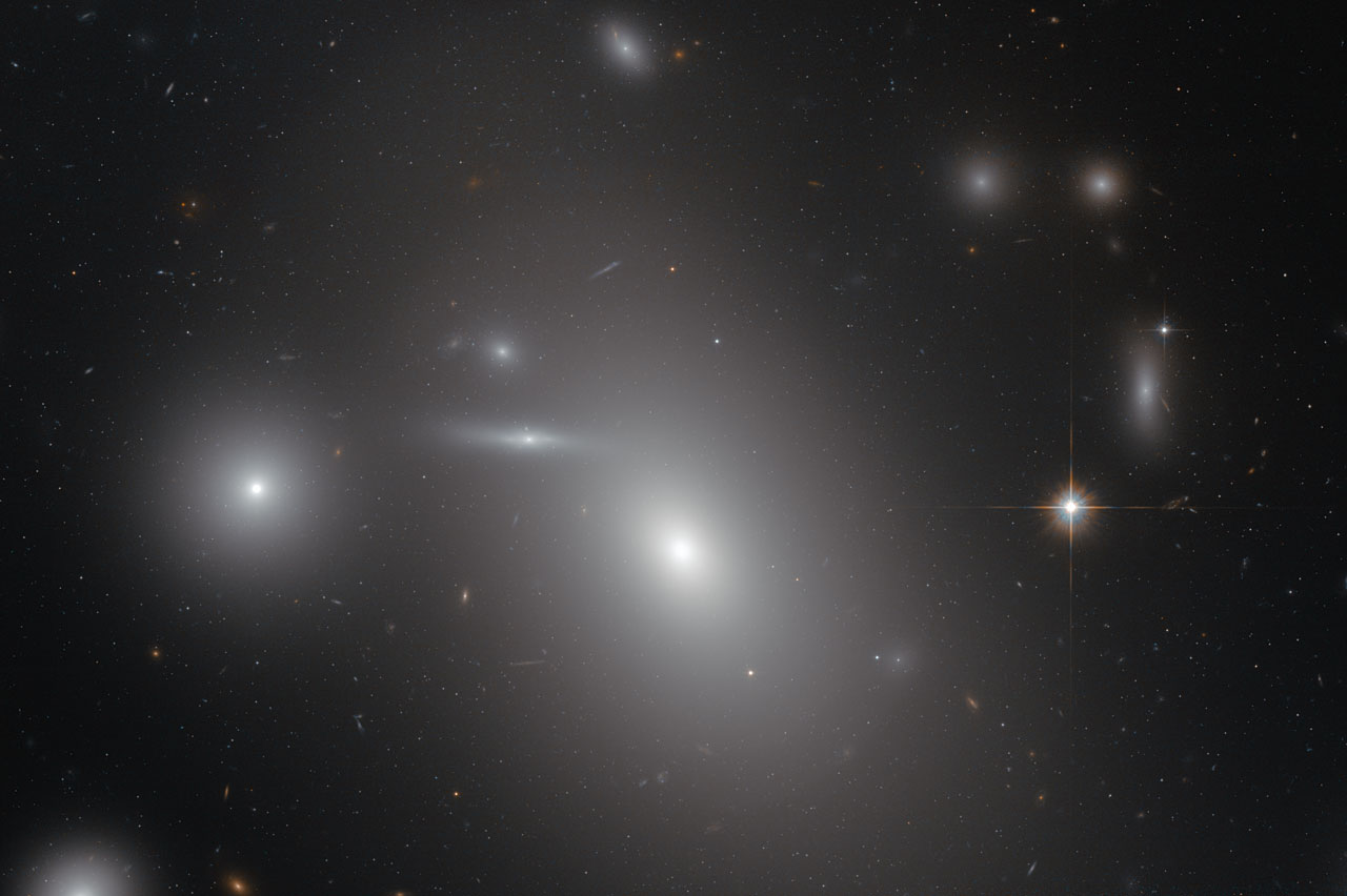 Elliptical Galaxy NGC 4889