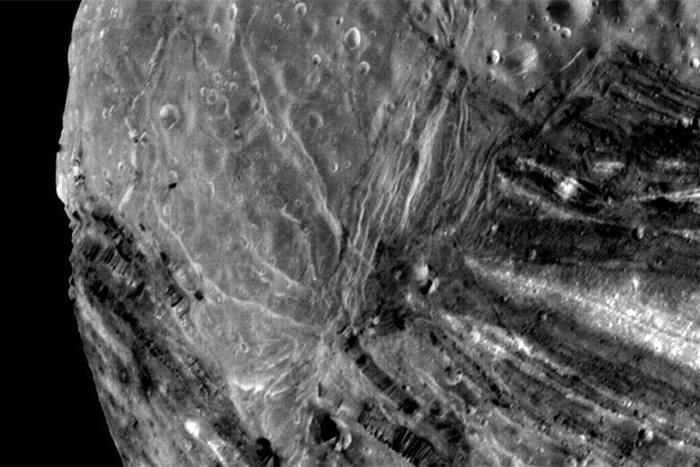 One of Uranus' moons looks like an abstract painting