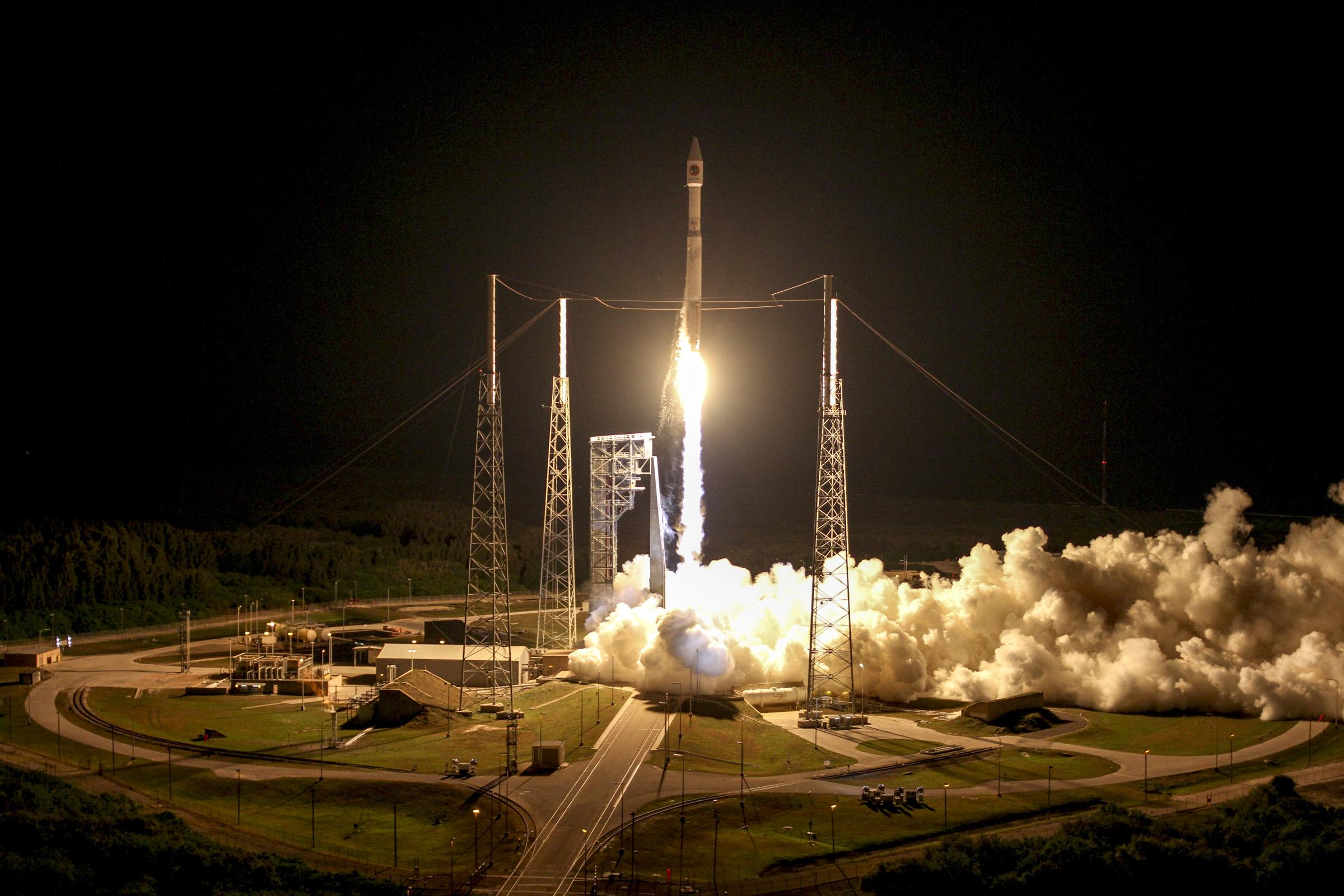 Cygnus Atlas Launch Interpolation Lanczos Downsize 660 Photos Orbital Atks Oa Ase Lights