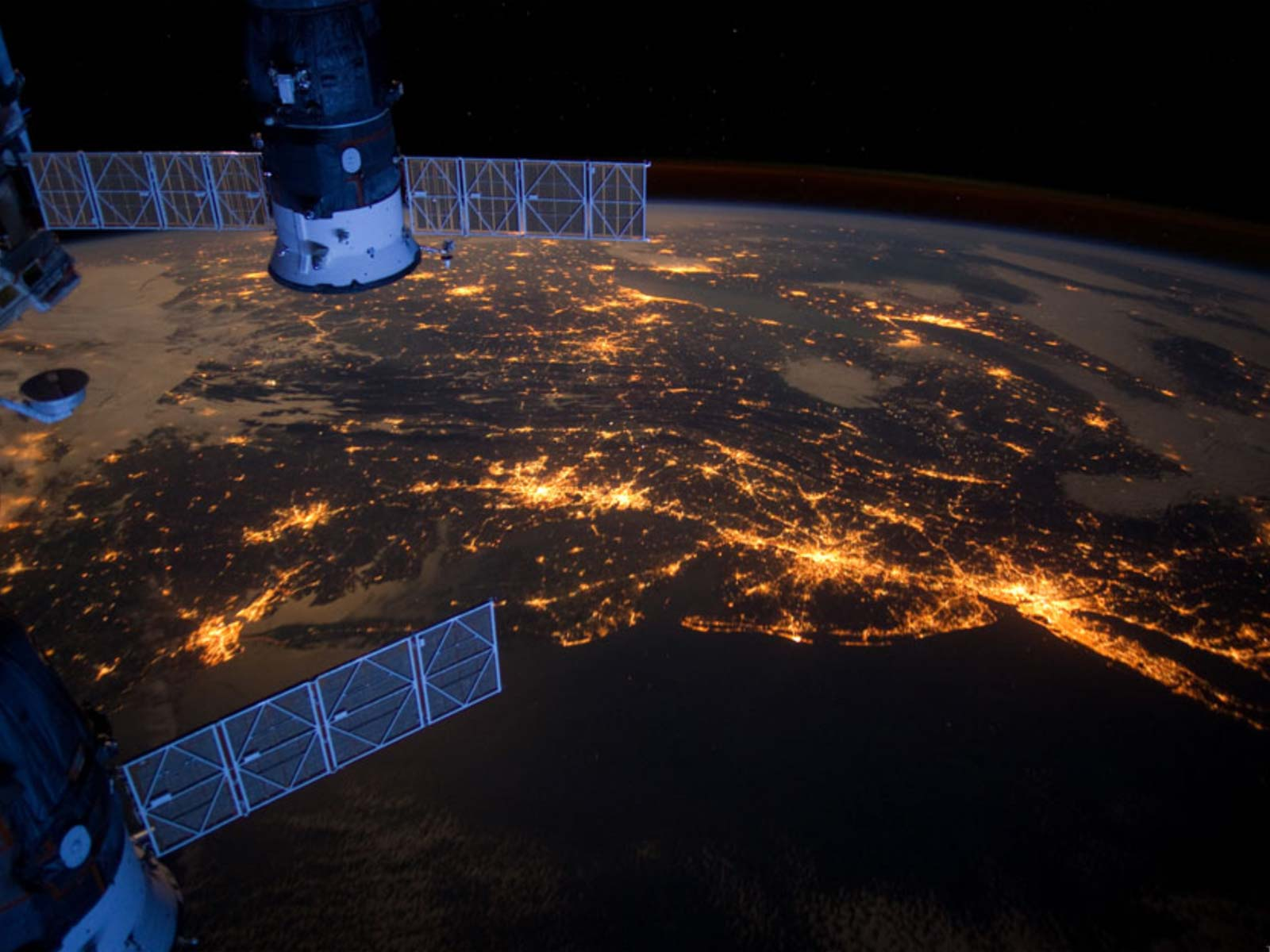 Nighttime Lights in a US Megalopolis | Space Wallpaper