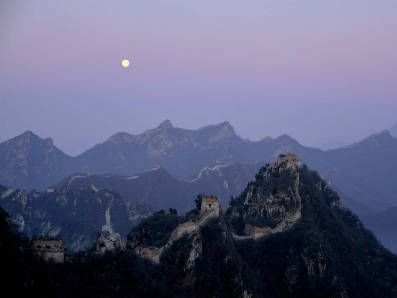 Moonrise Over the Great Wall | Space Wallpaper