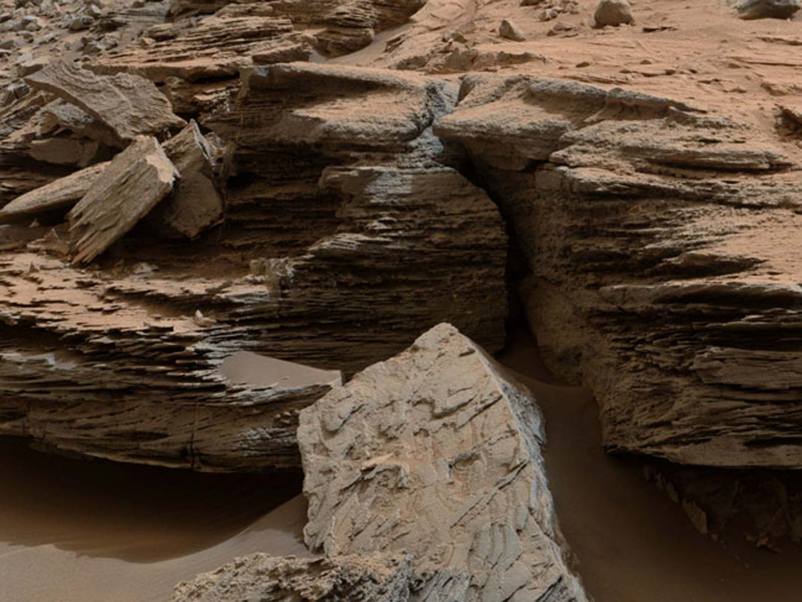 Mars Has Layers | Space Wallpaper