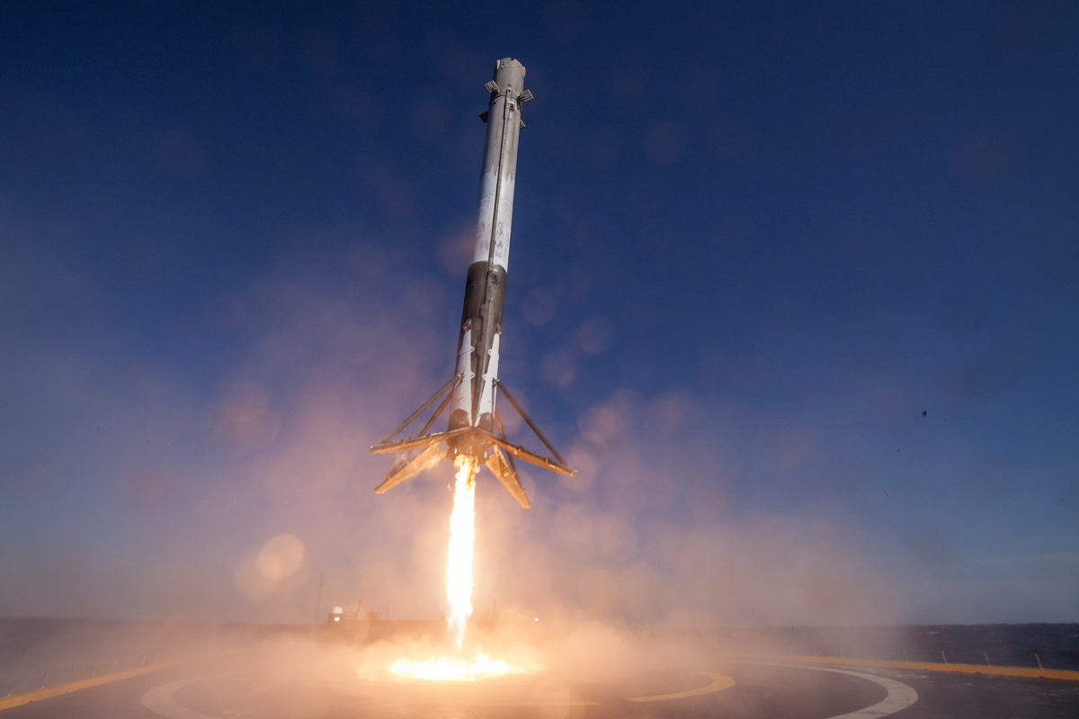 SpaceX CRS-8 Mission First Stage Landing