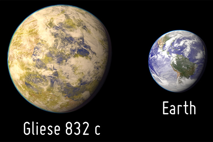 Artist impression of Gliese 832c and Earth