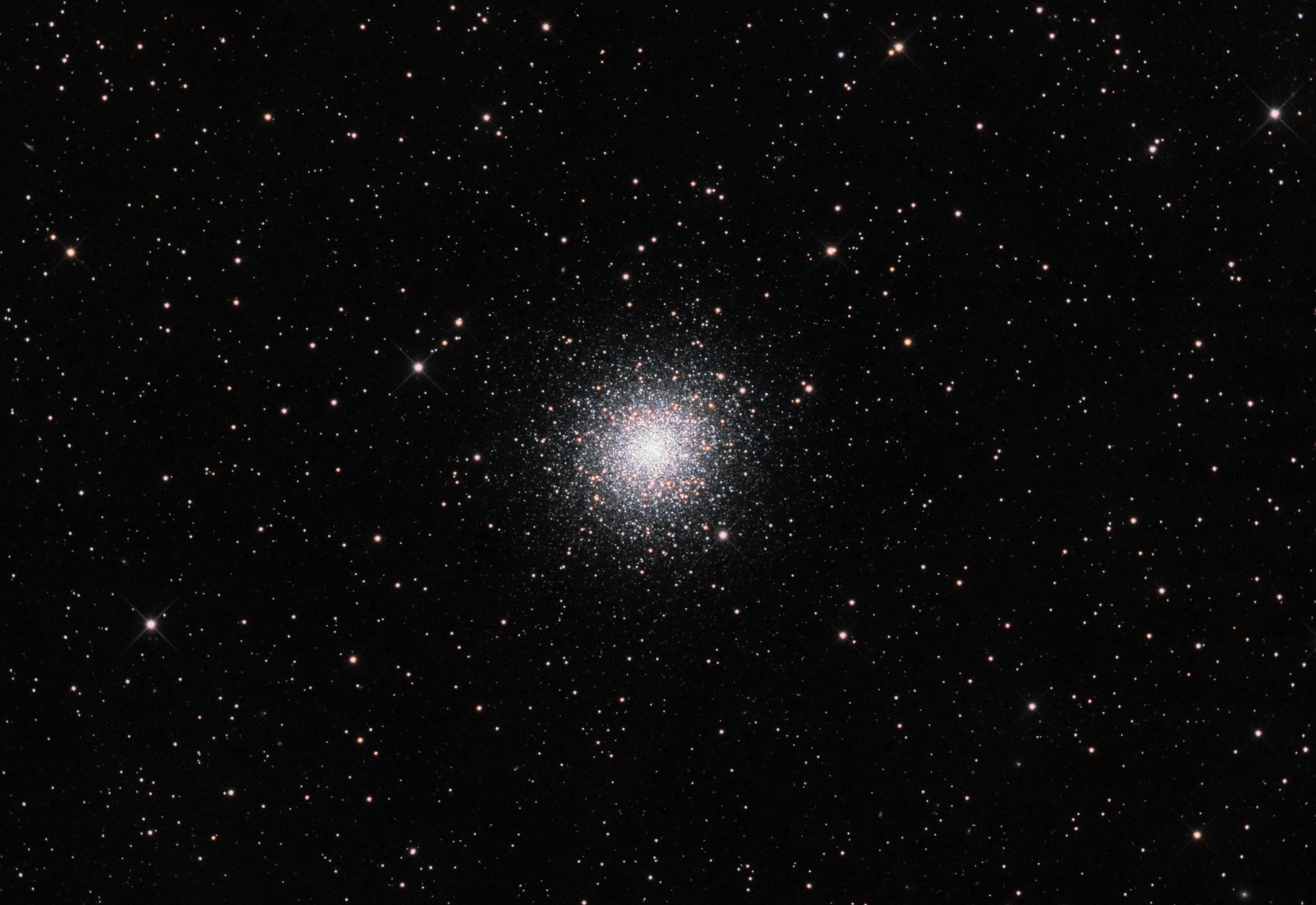 Splash of Stars! Sparkling Globular Cluster Wows Skywatcher
