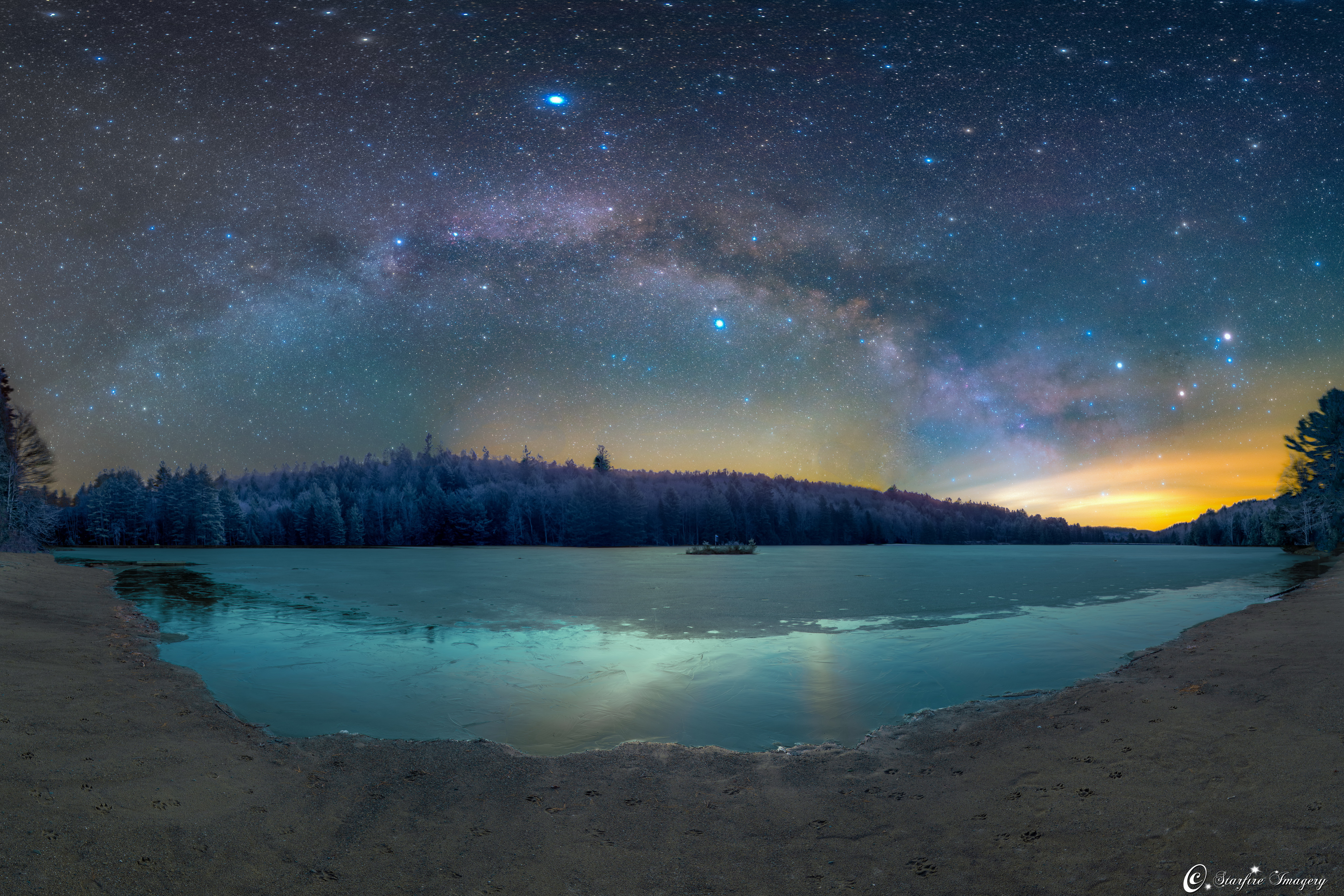 Morning Milky Way Shines Over Summer Triangle in Stunning Photo