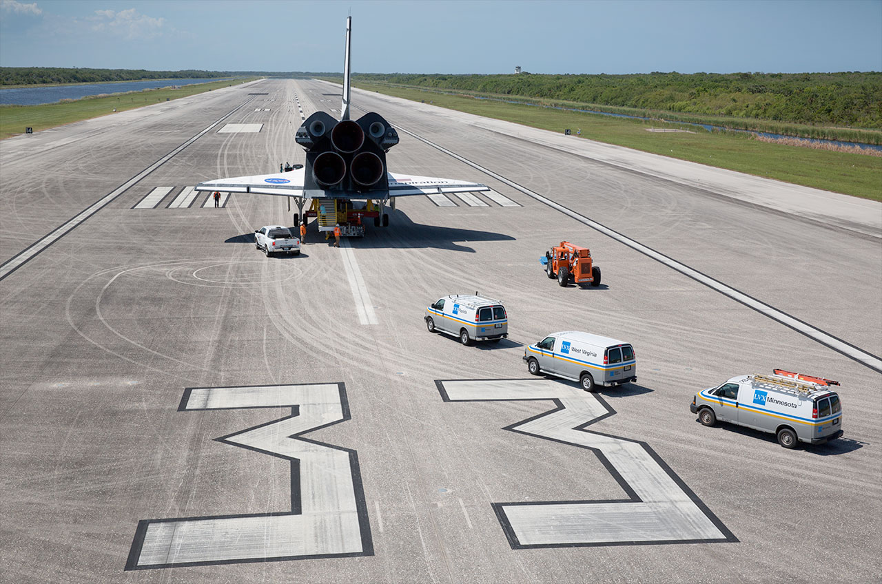 Replica on the Runway: Mock Orbiter Lands on Real Space Shuttle Strip