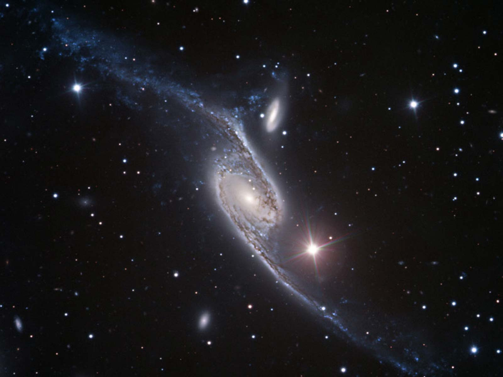 Long Arms of the Condor Galaxy | Space Wallpaper