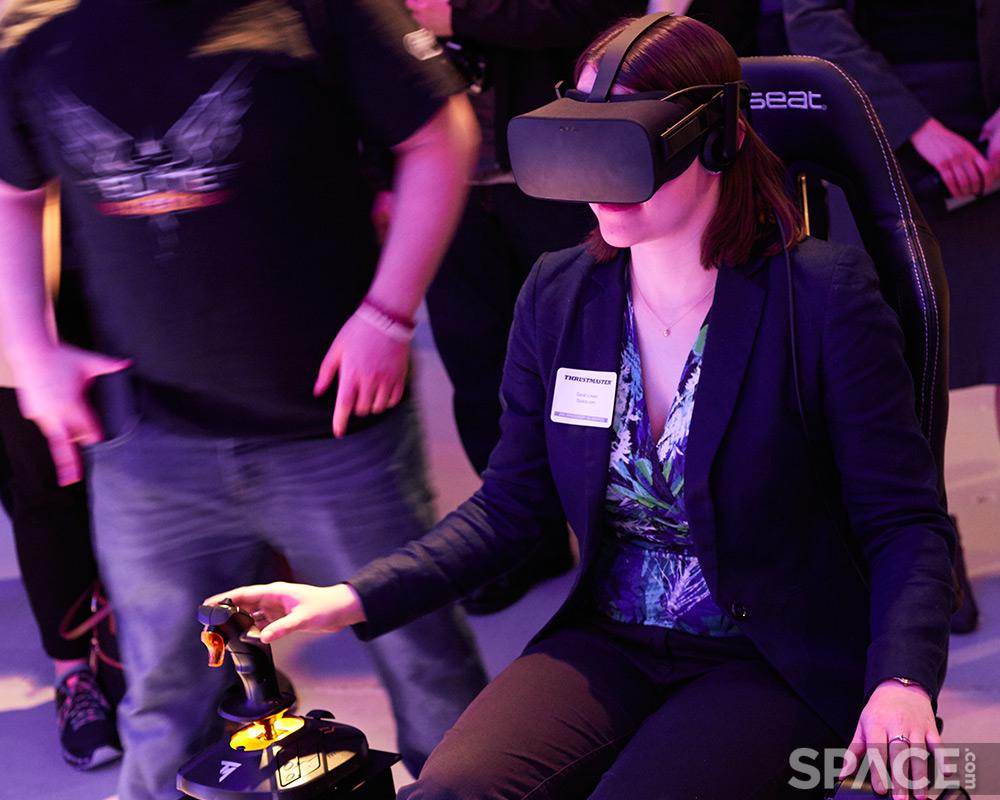 Sarah Lewin testing Oculus Rift