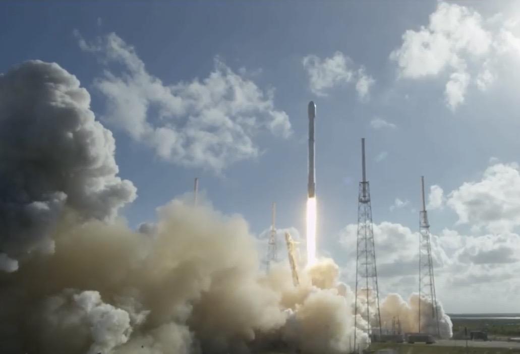 Photos: SpaceX Launches Thaicom 8 Satellite, Lands Rocket at Sea