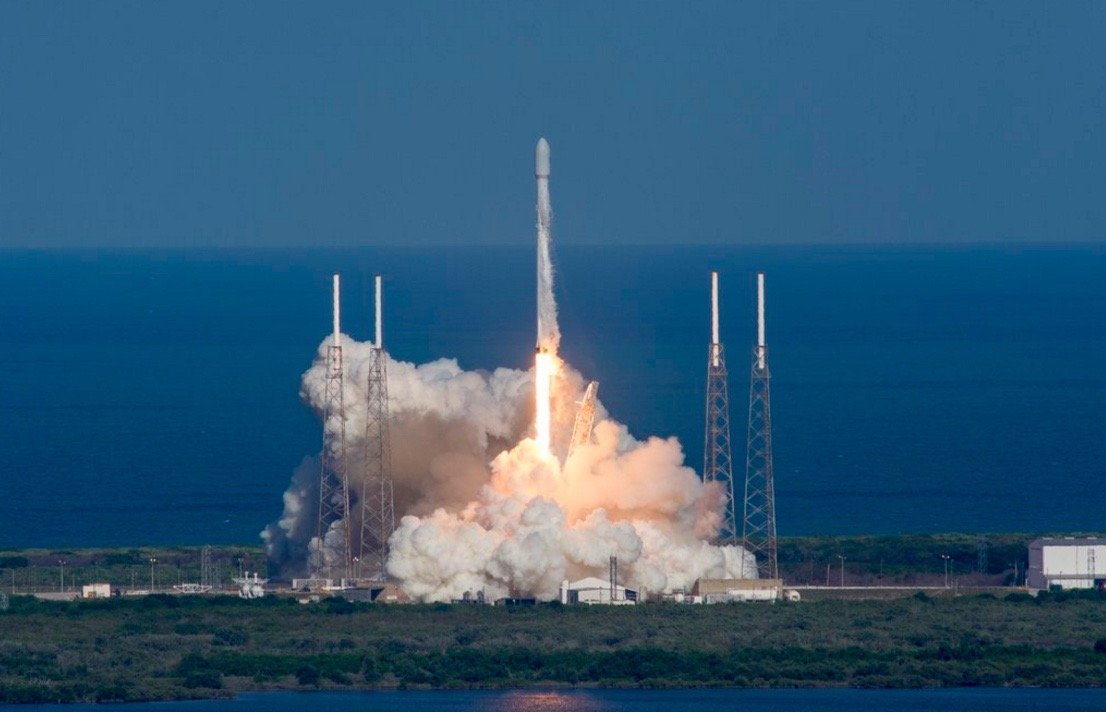 Photos: SpaceX Launches Thaicom 8 Satellite, Lands Rocket at Sea