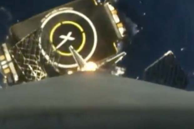Jaw-Dropping Descent Of SpaceX's Falcon 9 First Stage | Time-Lapse Video